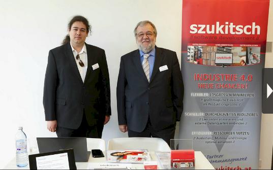 Daniel und Friedrich Szukitsch bei der Standbetreuung